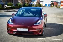 Tesla Model 3 helfoliert med Gloss Red Black fra KPMF-3