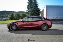 Tesla Model 3 helfoliert med Gloss Red Black fra KPMF-5
