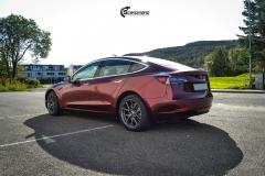 Tesla Model 3 helfoliert med Gloss Red Black fra KPMF-6