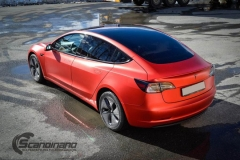 Tesla Model 3 helfoliert med Matt Anodized Red fra PWF-