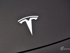 Tesla Model 3 helfoliert med Matt Diamond Black fra PWF-14