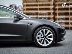 Tesla Model 3 helfoliert med Matt Diamond Black fra PWF-2