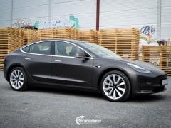 Tesla Model 3 helfoliert med Matt Diamond Black fra PWF-4