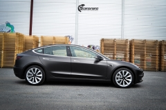 Tesla Model 3 helfoliert med Matt Diamond Black fra PWF-1