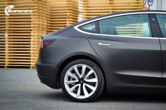 Tesla Model 3 helfoliert med Matt Diamond Black fra PWF-3