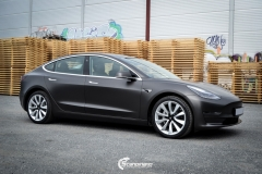 Tesla Model 3 helfoliert med Matt Diamond Black fra PWF-4