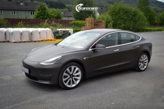 Tesla Model 3 helfoliert med Matt Diamond Black fra PWF-8