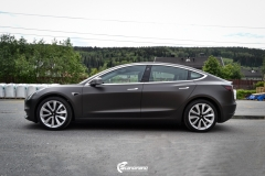 Tesla Model 3 helfoliert med Matt Diamond Black fra PWF-9