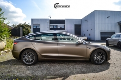 Tesla Model 3 helfoliert med Matt Frozen Bronze fra PWF-3