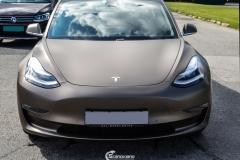 Tesla Model 3 helfoliert med Matt Frozen Bronze fra PWF-5