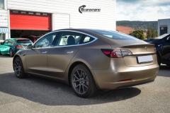 Tesla Model 3 helfoliert med Matt Frozen Bronze fra PWF-7