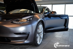 Tesla Model 3 helfoliert med Satin Dark Grey fra 3M-9