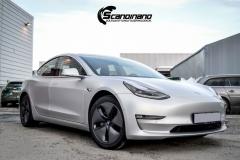 Tesla Model 3 helfoliert med Satin Silver Metallic fra 3M-11