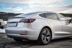 Tesla Model 3 helfoliert med Satin Silver Metallic fra 3M-9