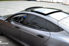 Tesla Model S foliert med Satin Dark Grey ,Solfilm Astolpe, Chrome delete -1