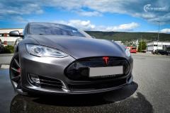 Tesla Model S foliert med Satin Dark Grey ,Solfilm Astolpe, Chrome delete -11