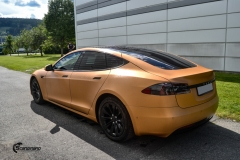 Tesla Model S helfoliert i brushed bronze fra Avery-12