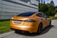 Tesla Model S helfoliert i brushed bronze fra Avery-5