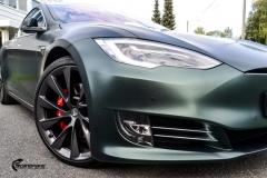 Tesla Model S helfoliert med Matt Smaragd fra PWF-12