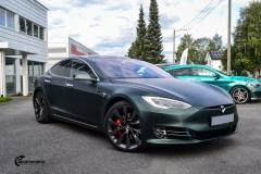 Tesla Model S helfoliert med Matt Smaragd fra PWF-14