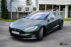 Tesla Model S helfoliert med Matt Smaragd fra PWF-15