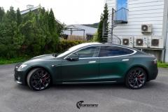 Tesla Model S helfoliert med Matt Smaragd fra PWF-8