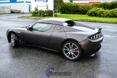 Tesla Roadster foliert med matt diamond black mett pwf