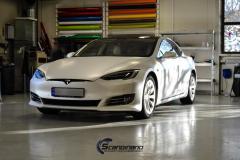 Tesla S foliert med whait