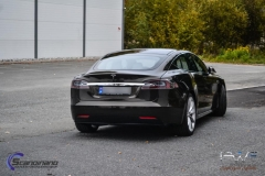 tesla-model-s-foliert-i-night-gold-metallic-by-pwf