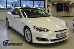 Tesla S foliert med pacific blue white starlight