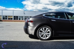 tesla-model-s-foliert-i-black-brushed-aluminim-2