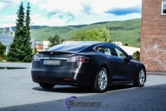 tesla-model-s-foliert-i-black-brushed-aluminim