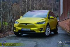 Tesla X foliert med Matt Yellow Flash Mett