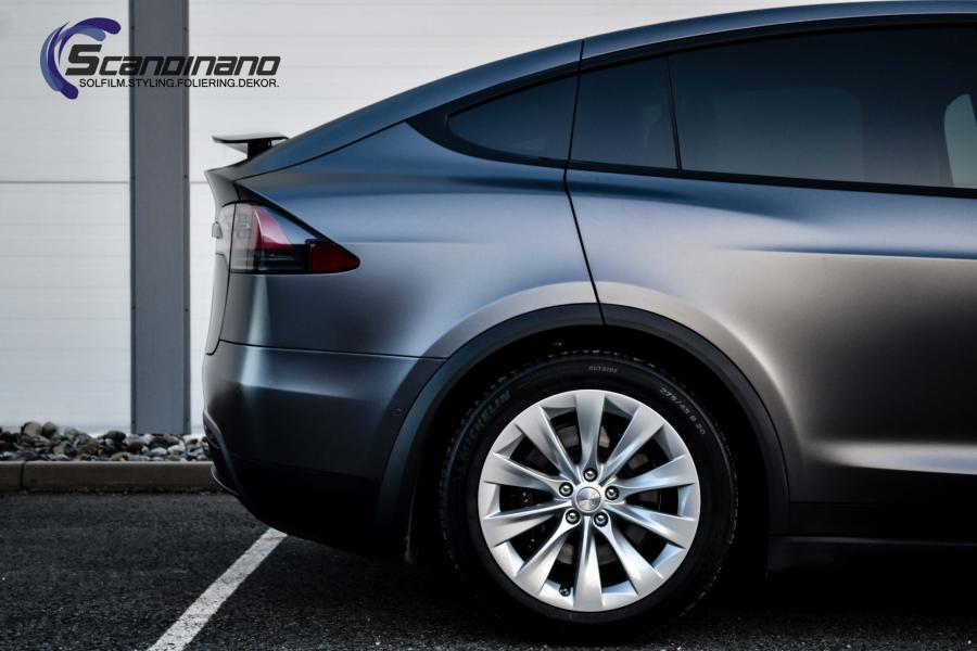 Tesla-X-foliert-i-Satin-Dark-Grey-Mettalic-Scandinano-2