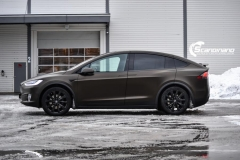 Tesla X foliert i Satin Gold Dust Black Scandinano