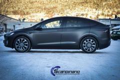 Tesla X helfoliert med mat diamond black chrome delete