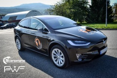 Tesla X model foliert med Night Gold Metallic