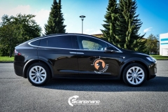 Tesla X model foliert med Night Gold Metallic-3
