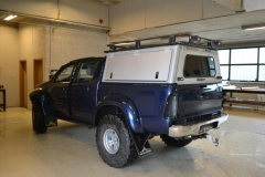 Toyota hilux foliert I matt andonized blue pwf-2
