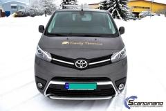 Toyota Proace profilert med Tranby Tømrerne dekor-3