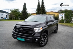 Toyota Tundra helfoliert med Black Satin fra 3M-3