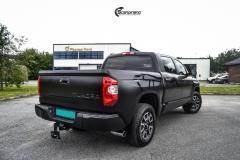 Toyota Tundra helfoliert med Black Satin fra 3M-8