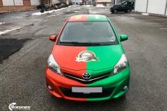 Toyota Yaris helfoliert i 2 farger Gloss Green Envy  Gloss Dragon Fire Red, Dekor